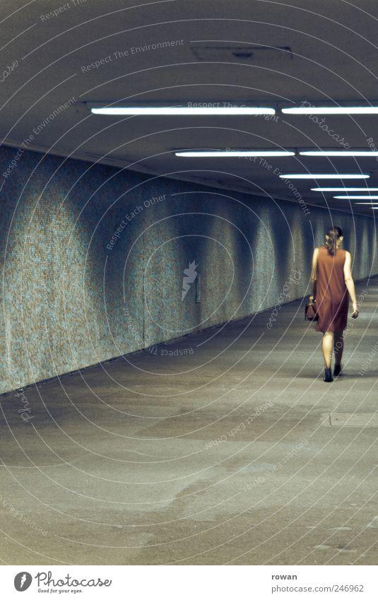 lady in red Mensch Jugendliche rot Einsamkeit dunkel feminin gehen Kleid Tunnel U-Bahn einzeln Tasche Stadtleben Neonlicht Junge Frau Untergrund