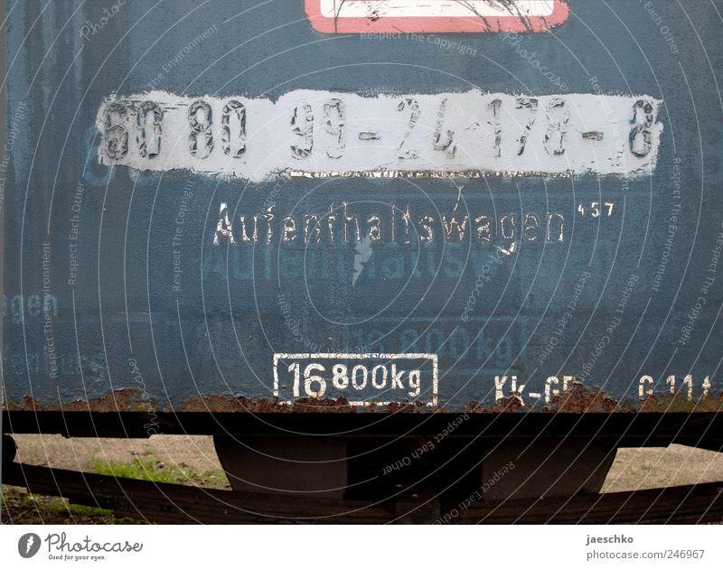 Angenehmen Aufenthalt Schienenverkehr Bahnfahren Eisenbahn Personenzug Rost Schriftzeichen Ziffern & Zahlen Schilder & Markierungen kaputt