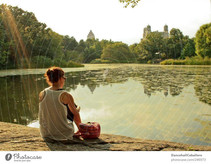 Erleuchtet Mensch Jugendliche Sommer Wasser Junge Frau Baum Landschaft ruhig Gefühle Frühling Denken Freiheit Stimmung Felsen träumen Park