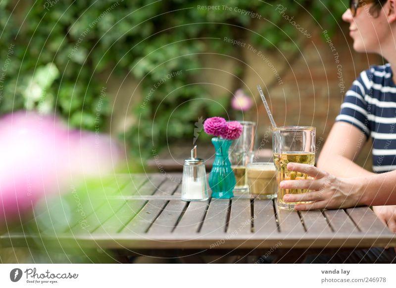 LOHAS & DINKS Frau Jugendliche Sommer Junge Frau Erholung Hand 18-30 Jahre Erwachsene Garten Lifestyle Lebensmittel Wohnung Dekoration & Verzierung Glas Fröhlichkeit Ernährung