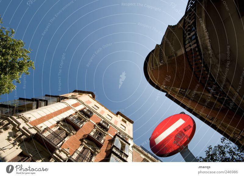 One Way Ferien & Urlaub & Reisen Architektur Gebäude Fassade hoch Verkehr Lifestyle Perspektive Häusliches Leben Zeichen Spanien Schönes Wetter Stadtzentrum