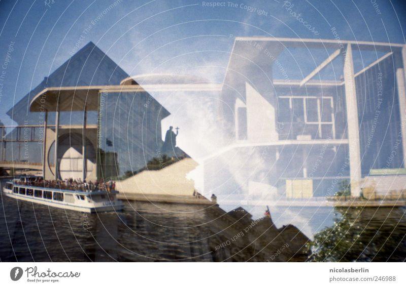 In dem Gefühl, wir wären zwei (Lomo Rally) Wasser Haus Wand Bewegung Architektur Stimmung Mauer Fassade Freizeit & Hobby verrückt Brücke Perspektive Coolness Wandel & Veränderung Neugier