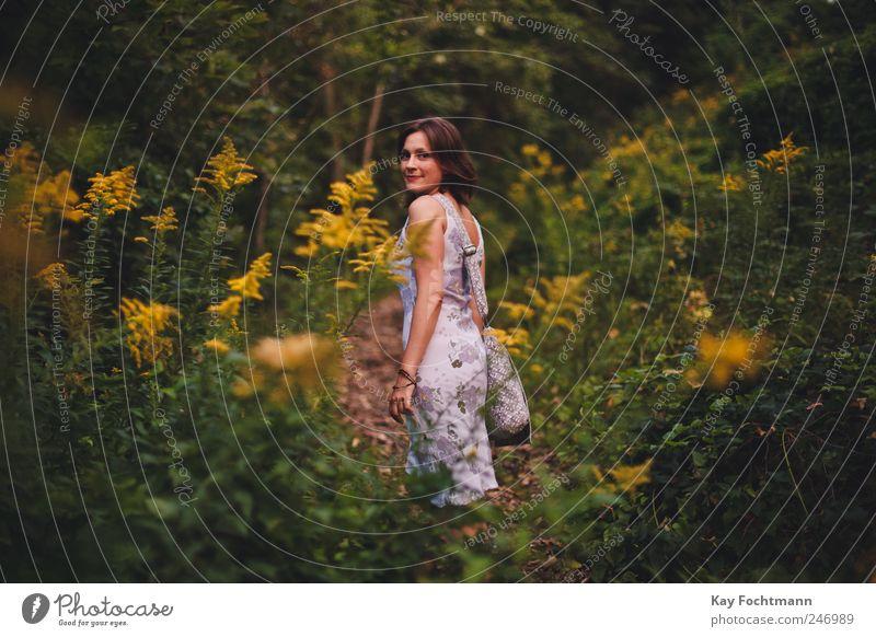 ° Mensch Natur Jugendliche Baum Pflanze Ferien & Urlaub & Reisen Sommer Erwachsene Wald Erholung feminin Leben Zufriedenheit elegant Ausflug frei