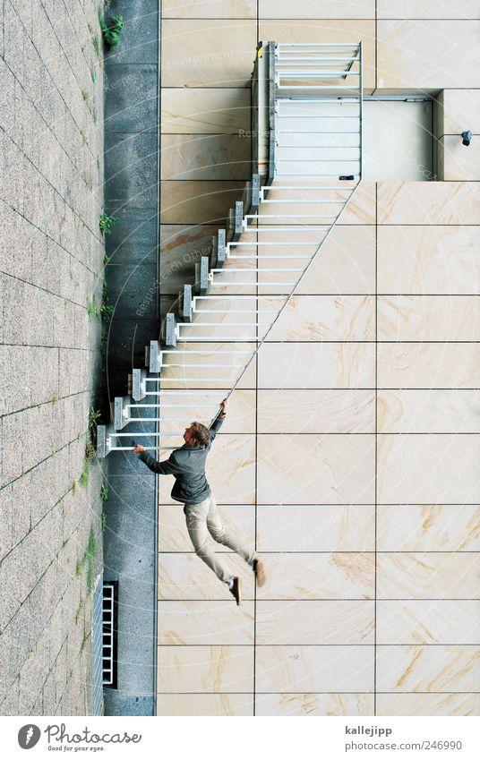 london calling Mensch Mann Erwachsene Wand Architektur Mauer Stein Gebäude Tür Fassade Treppe maskulin festhalten fallen Klettern aufwärts
