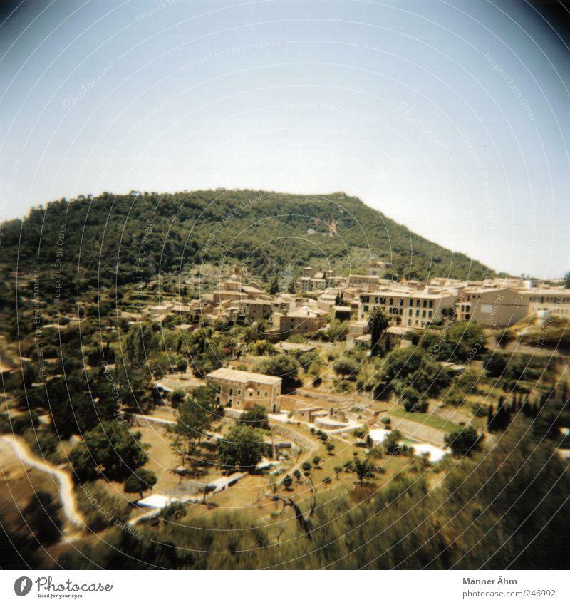 Mallorca, Mallorca... Natur Landschaft Himmel Sommer Schönes Wetter Baum Hügel Dorf Menschenleer Gebäude Fenster Tür historisch trist trocken mediterran