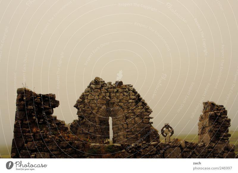 Im Nebel der Geschichte II Natur Wolken ruhig dunkel Tod Stein Traurigkeit Regen Religion & Glaube Angst Insel kaputt Kirche bedrohlich Trauer