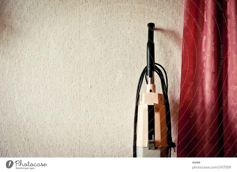 Das bisschen Haushalt ... Freizeit & Hobby Häusliches Leben Wohnung Tapete retro Sauberkeit rot Ordnung Vergangenheit Wand Staubsauger Vorhang Gerät elektrisch