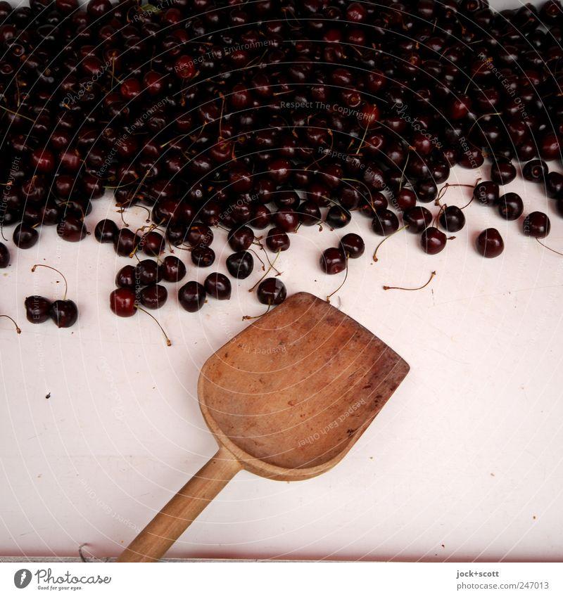 Kirsche wollen Farbe rot schwarz Gesunde Ernährung Wärme Holz liegen Ordnung Frucht frisch ästhetisch Beginn Ernährung Neugier rein lecker