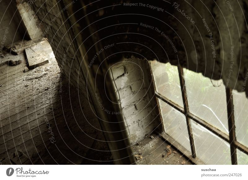lost place .. Gebäude Stein Beton Glas Rost alt dreckig dunkel hässlich trist grau schwarz Trauer Endzeitstimmung Ferne stagnierend Verfall Vergangenheit