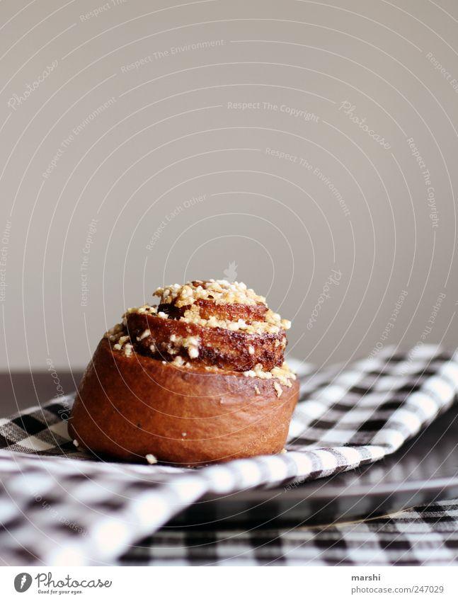 Schneckerl braun Lebensmittel Ernährung Süßwaren lecker Kuchen kariert Backwaren Tischwäsche Teigwaren Kalorie Streusel Foodfotografie Kalorienreich