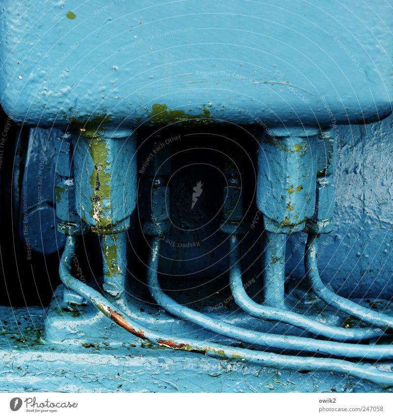 Blaues Eck blau Farbstoff klein Metall glänzend Ordnung leuchten Technik & Technologie Sauberkeit verfallen nah dick Verbindung Zusammenhalt Werkzeug Maschine