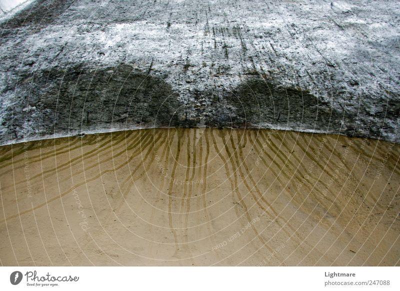 Lines of Time Klimawandel Wetter Ruine Mauer Wand Fassade Stein Beton dehydrieren alt historisch braun grau standhaft Surrealismus Mauerstein Gedeckte Farben