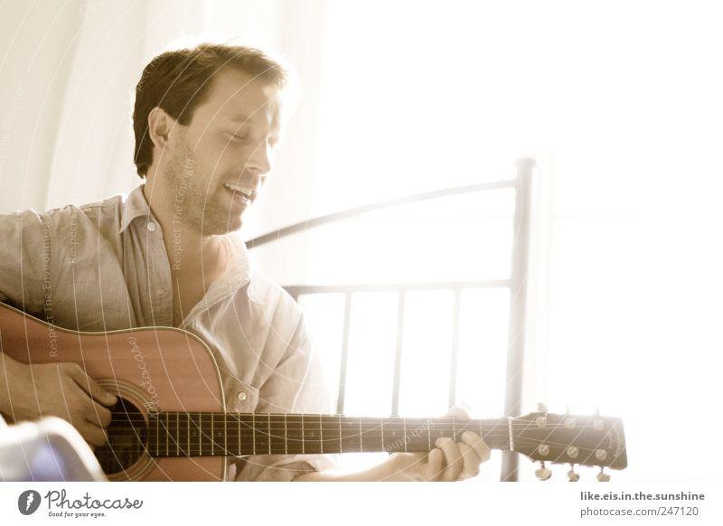 *Somewhere over the rainbow.... Freizeit & Hobby maskulin Junger Mann Jugendliche Erwachsene Partner Leben 1 Mensch 18-30 Jahre Musik Gitarre Gitarre spielen