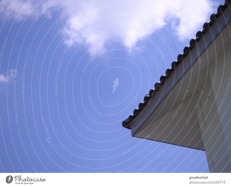 luftblick Dach Wolken Sommer Sonne Architektur Himmel blau Ecke dachziehgel Schönes Wetter