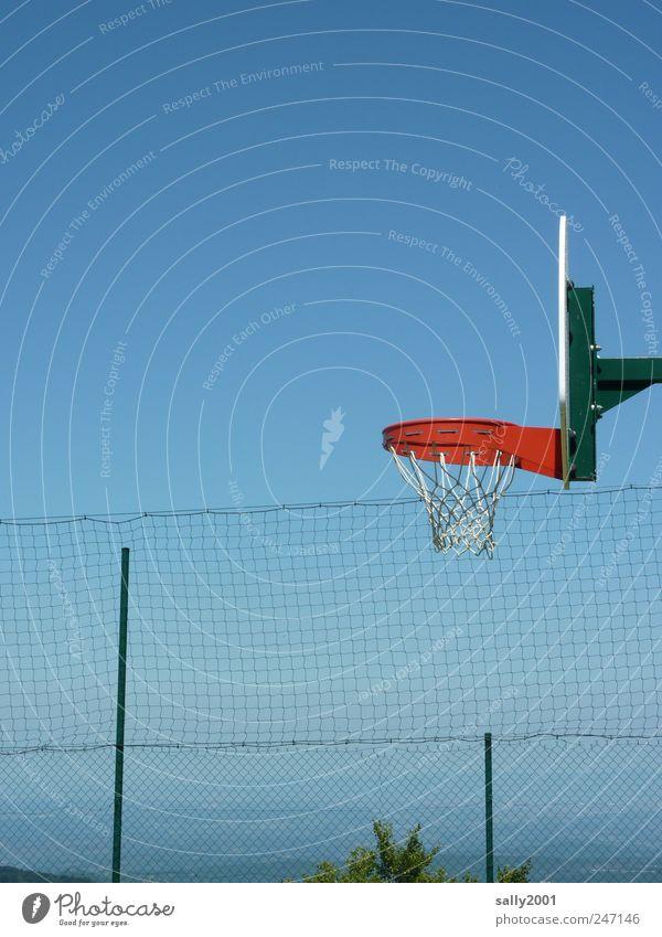 Basketball mit Aussicht Himmel rot Sommer Ferne Erholung Sport Freiheit Berge u. Gebirge Freizeit & Hobby hoch Netz Unendlichkeit Basketballkorb