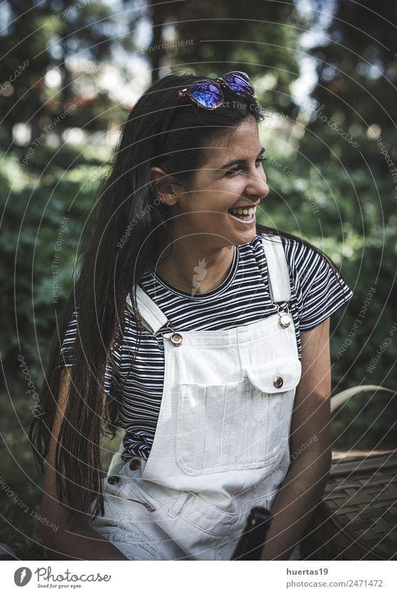 Porträt des schönen brünetten Mädchens Lifestyle elegant Stil Körper Haare & Frisuren Mensch feminin Junge Frau Jugendliche Erwachsene 1 18-30 Jahre Mode modern