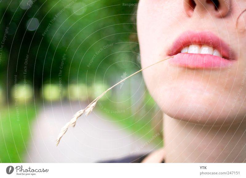 Howdie, Partner! Frau Mensch Jugendliche Erwachsene Gesicht Ferne Erholung feminin Umwelt Kopf Wege & Pfade Mund Coolness Zähne Lippen Unendlichkeit