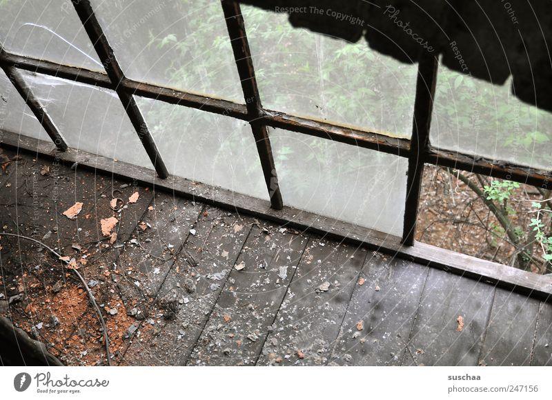 lost place II alt dunkel Fenster Holz Gebäude dreckig Glas kaputt Wandel & Veränderung Vergänglichkeit verfallen Verfall Vergangenheit gebrochen Ruine chaotisch