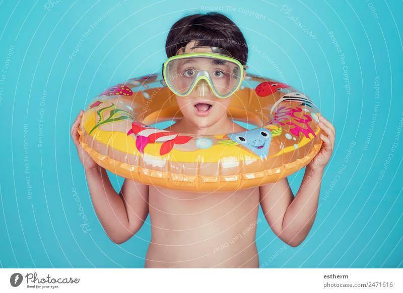 glückliches Kind lächelnd mit Schwimmring Lifestyle Freude Schwimmbad Ferien & Urlaub & Reisen Ausflug Sommer Sonne Strand Meer Sport tauchen Mensch Kleinkind