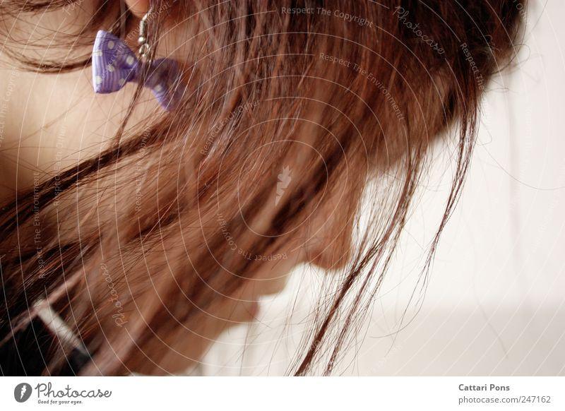 Remember Me feminin Junge Frau Jugendliche Erwachsene Kopf 1 Mensch Schmuck Ohrringe brünett kurzhaarig Schleife Denken träumen Traurigkeit trendy schön