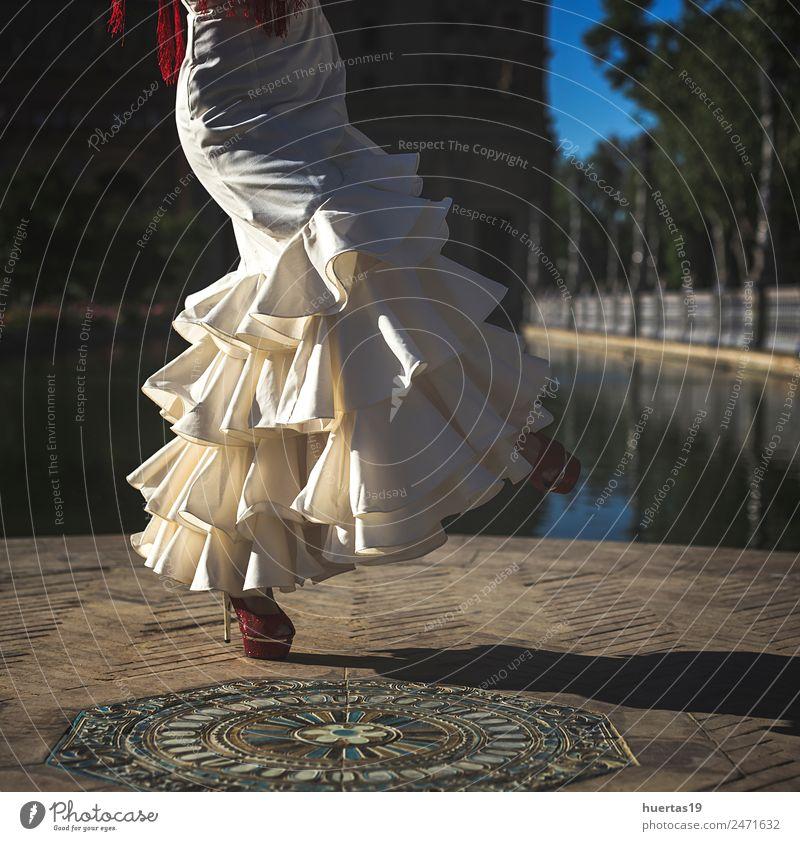 Junge Eleganz Flamenco-Tänzerin elegant Glück schön Tanzen Mensch Frau Erwachsene Kultur Blume Mode Kleid Leidenschaft Flamencotänzer Spanien Spanisch Sevilla