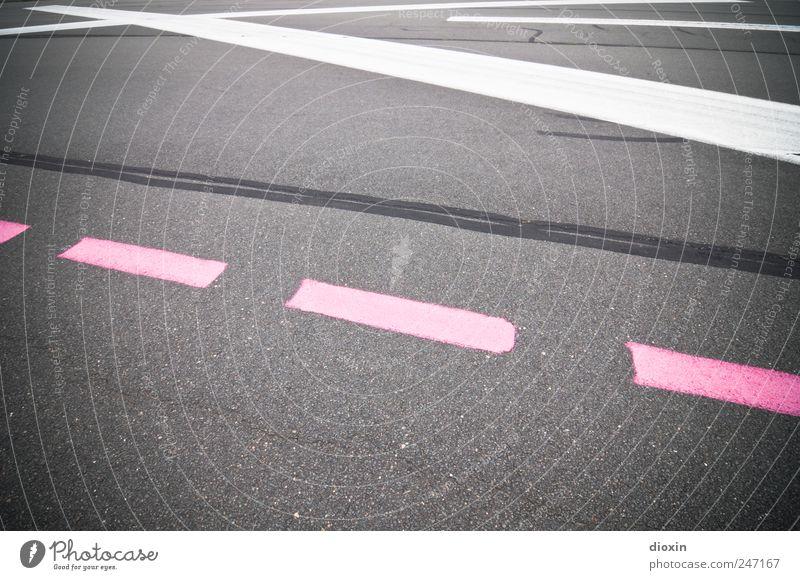 Wind Nord-Ost, Startbahn null-drei Flughafen Verkehr Verkehrsmittel Luftverkehr Flugplatz Landebahn Schilder & Markierungen Markierungslinie grau rosa weiß