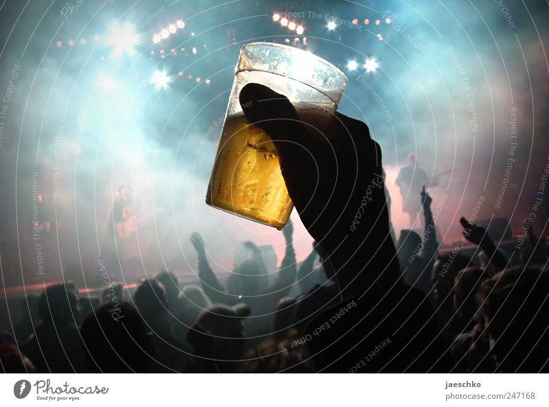 Pfand 1,50 € Getränk Bier Becher Alkohol Nachtleben Entertainment Party Veranstaltung Musik ausgehen Feste & Feiern Tanzen trinken Mensch Jugendliche