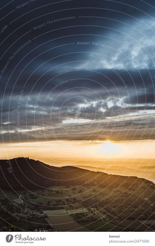 Die Sonne bricht hervor Himmel Ferien & Urlaub & Reisen Natur Sommer Landschaft Erholung Wolken ruhig Ferne Berge u. Gebirge dunkel Wärme Freiheit Ausflug