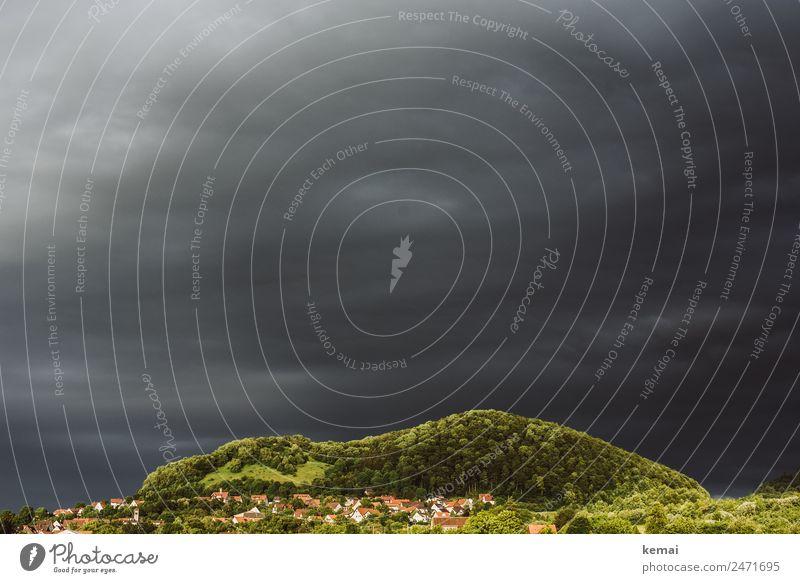Bedrohung am Himmel Natur Sommer Landschaft Erholung Wolken ruhig Wald Ferne Berge u. Gebirge dunkel außergewöhnlich Freiheit Ausflug Freizeit & Hobby Angst