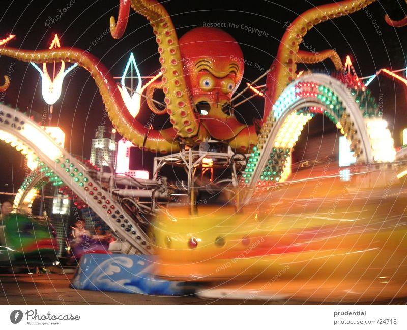 rummelplatz 1 Jahrmarkt Karussell Langzeitbelichtung dunkel Dienstleistungsgewerbe carousel merry-goround roundabout octupus Licht Abend