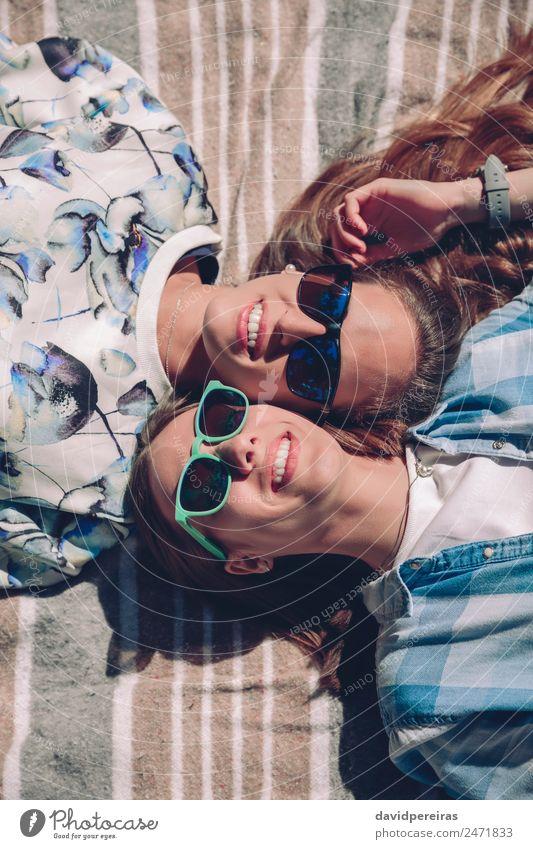 Frau Mensch Sommer schön Sonne Erholung Freude Erwachsene Lifestyle Wärme Herbst Liebe Gefühle Glück Paar Zusammensein
