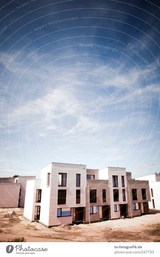Suburbs of Tibet? Himmel Stadt blau Wolken Haus Wand Fenster Sand Stein Architektur Mauer Gebäude braun Tür neu