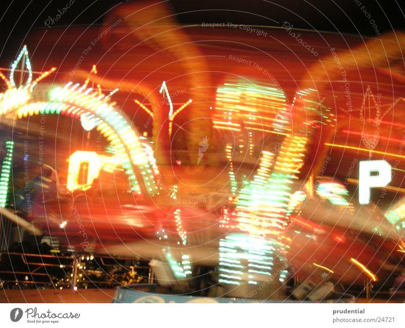 rummelplatz 3 Jahrmarkt Karussell Langzeitbelichtung dunkel Dienstleistungsgewerbe carousel merry-goround roundabout octupus Licht Abend