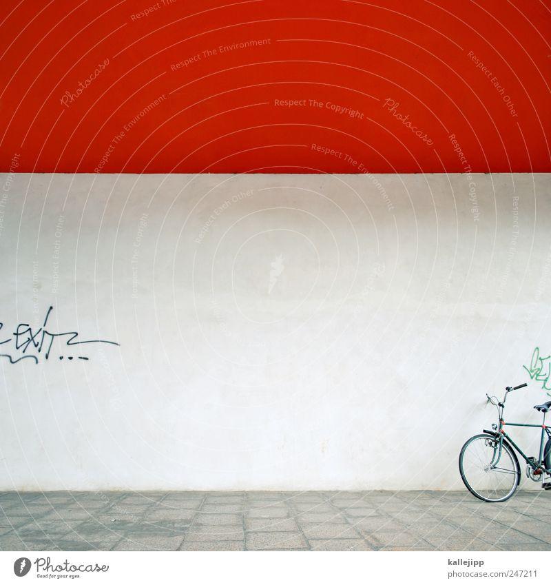 rotes-rad-haus Lifestyle Freizeit & Hobby Verkehr Verkehrsmittel Fahrrad Graffiti Güterverkehr & Logistik Farbfoto Außenaufnahme Licht Schatten Kontrast