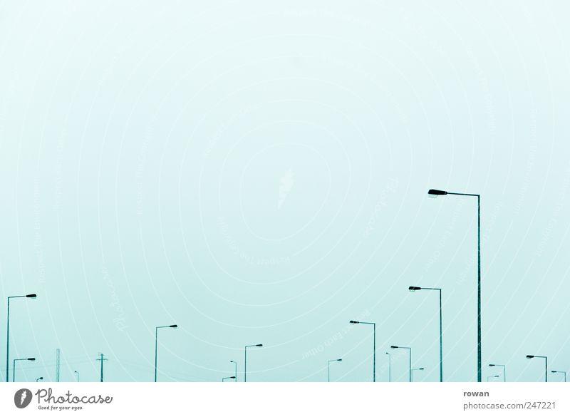 lampenwald Himmel Umweltverschmutzung Straßenbeleuchtung Lampe Beleuchtung Licht Nebel viele Linie Verkehr Farbfoto Außenaufnahme Menschenleer