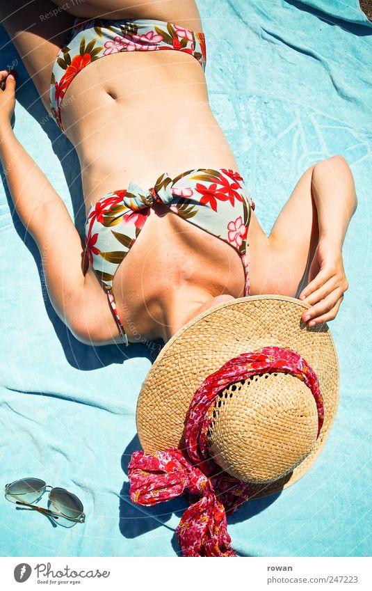 strandschönheit Mensch Jugendliche Strand Ferien & Urlaub & Reisen Erotik Erholung feminin Stil Wärme Zufriedenheit liegen Tourismus Schwimmen & Baden heiß