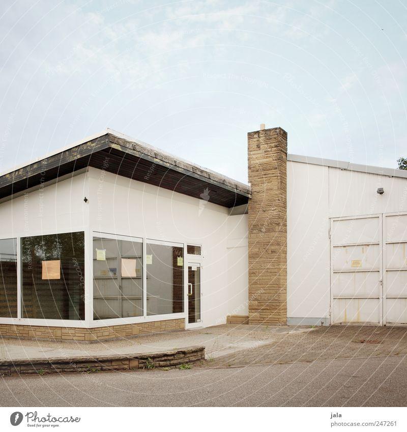 laden Himmel Haus Fenster Architektur Gebäude Tür trist Dach Bauwerk Ladengeschäft Schornstein Schaufenster Ladenfront