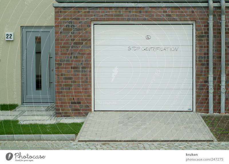 Tritt ein in unser liebes Haus und zieh ´die Straßenschuhe aus. Wand Graffiti Garten Mauer Tür Wohnung Fassade Lifestyle Häusliches Leben Wandel & Veränderung