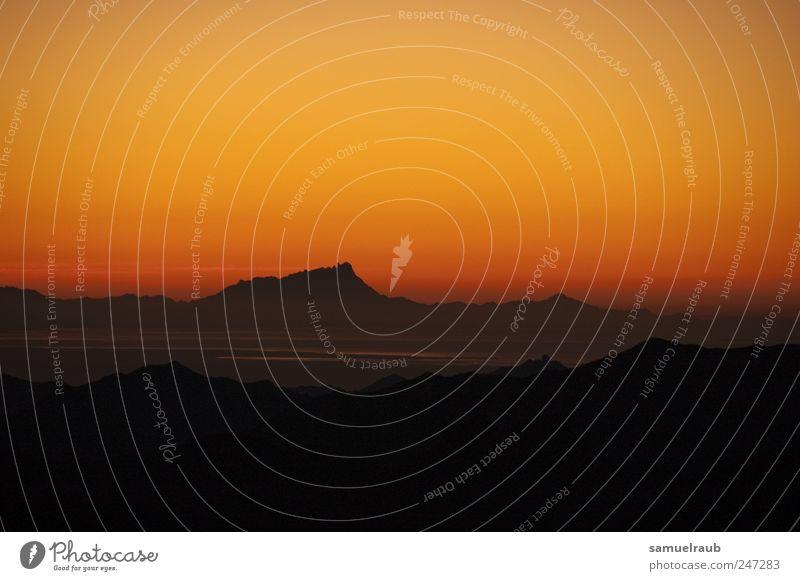 Wüstenrot Himmel rot ruhig schwarz Ferne Berge u. Gebirge Landschaft Kraft Felsen Tourismus Wüste Warmherzigkeit entdecken Sinai-Berg Sinai-Halbinsel