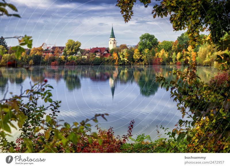 Hüfingen Schwarzwald Schwarzwald Baar Reise Reiseziel Touristik Fremdenverkehr Herbst Bäume Laub See Teich Weiher Stadt Kirche Urban