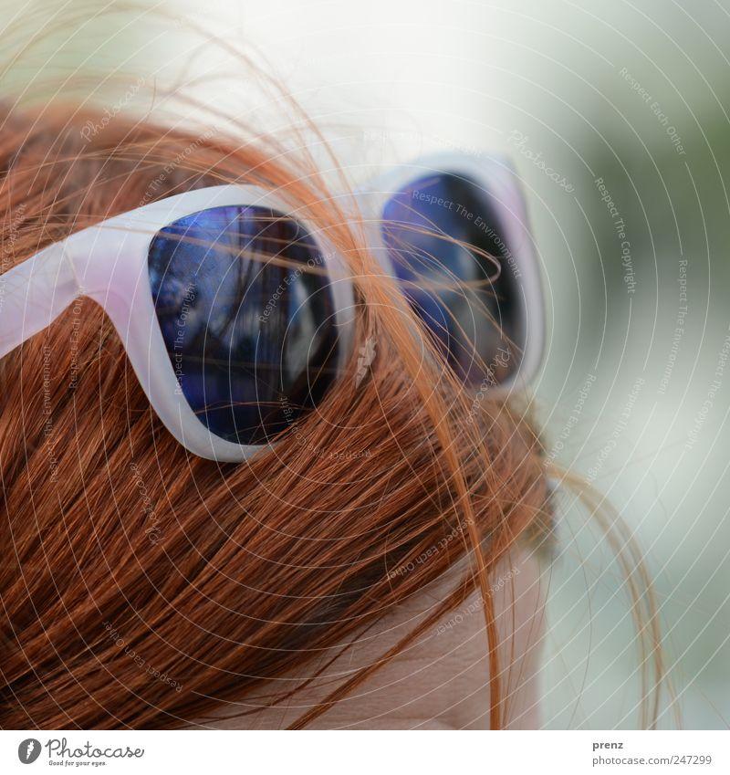 rotschopf Mensch Kopf Haare & Frisuren 1 rothaarig langhaarig Kunststoff Brille Sonnenbrille Stirn Reflexion & Spiegelung Sommer Farbfoto Außenaufnahme