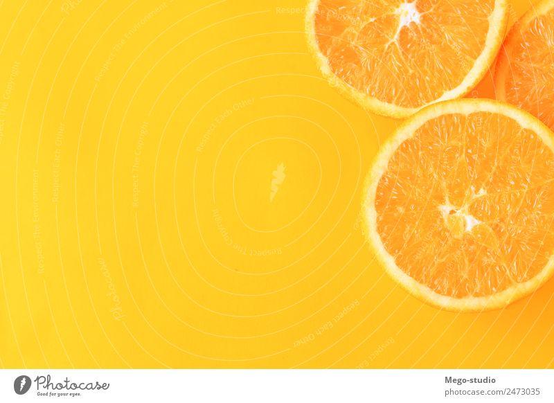 Orangenscheiben auf gelbem Hintergrund. Frucht Dessert Essen Vegetarische Ernährung Diät Saft exotisch Natur frisch natürlich saftig weiß Farbe orange