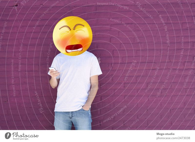 Trauriger Emoji-Chefmann, der ein Smartphone benutzt. Lifestyle Stil Glück Business sprechen Telefon PDA Technik & Technologie Internet Mensch Junge Mann