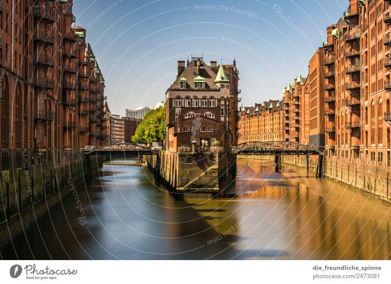 Wasserschloss Hamburg Architektur Wolkenloser Himmel Sommer Schönes Wetter Deutschland Europa Stadt Hafenstadt Industrieanlage Burg oder Schloss Bauwerk Gebäude