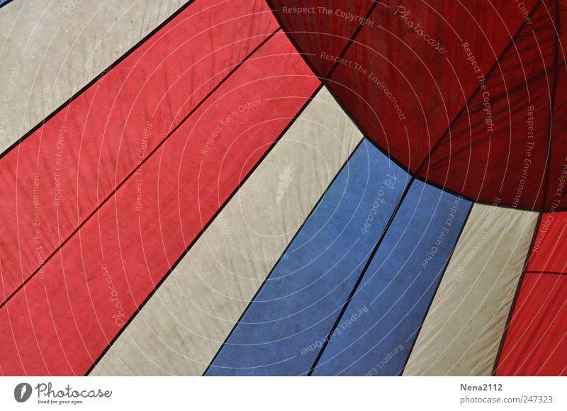 Rot, weiß, blau... Freizeit & Hobby Freiheit Luftverkehr Ballone rund rot Freude Stoff Stern (Symbol) Kreis Wind Schweben luftig Nylon Fluggerät Ballonfahrt