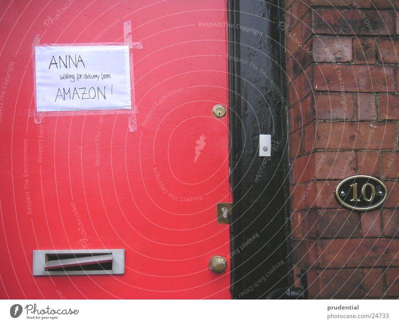 number 10 , but not downing street rot Tür warten England Briefkasten