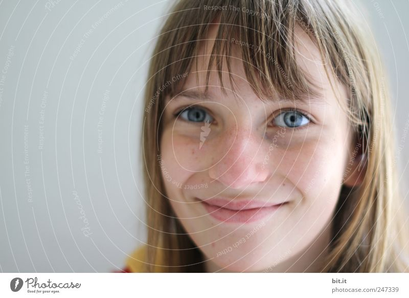 Von Mäusen und Menschen Kind Ferien & Urlaub & Reisen blau schön ruhig Freude Auge feminin Glück natürlich Kopf Schule Zufriedenheit Kindheit authentisch