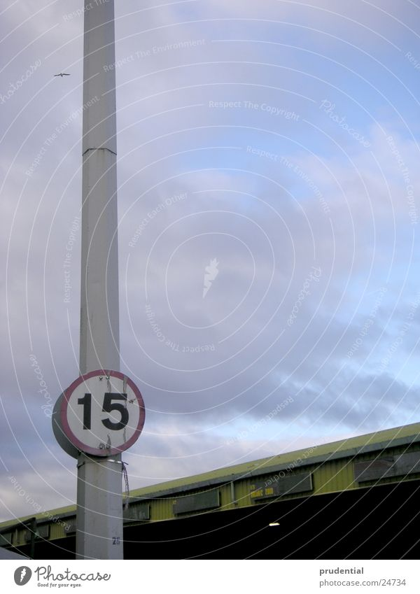 fünfzehn Himmel Wolken Industrie Strommast Großbritannien 15 Manchester