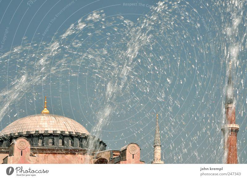 kalte dusche Istanbul Türkei Hauptstadt Altstadt Bauwerk Gebäude Architektur Brunnen Kuppeldach Minarett Sehenswürdigkeit Wahrzeichen Denkmal Hagia Sophia