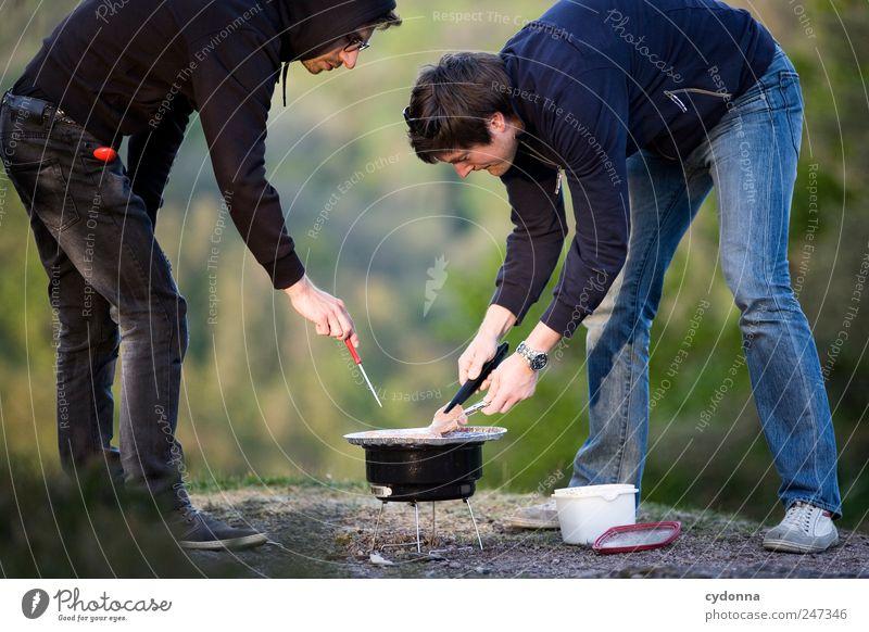 Die Grillprofis: Seinen Mann stehen Mensch Natur Jugendliche Sommer Erwachsene Ferne Umwelt Leben Freiheit Freundschaft Freizeit & Hobby 18-30 Jahre Ausflug